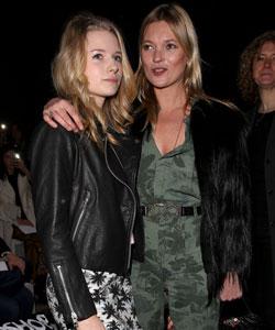 Lottie Moss Kates Schwester auf dem Catwalk