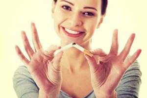 Abhängig von Nikotin und Zyklus - Rauchstopp nach Frauenart