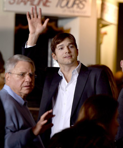 Ashton Kutcher Penis Prothese