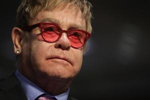 Elton John will für David Bowie singen
