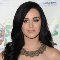 Katy Perry gratuliert Russell Brand