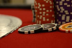 Poker und Fußball: Frauen und typische Männerdomänen