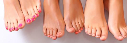 Fußnägel richtig lackieren: Farbtrends 2013/14